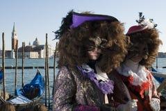 Venedig-Karnevals-Paare Stockfoto