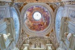 Venedig - kupol av Cappella Sagredo från. cent 17. med freskomålningen av Girolamo Pellegrini i kyrkliga San Francesco della Vigna Royaltyfria Bilder