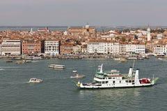 Venedig lagun med cityscape, flyg- sikt italy Arkivbilder