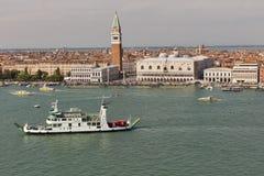 Venedig lagun med cityscape, flyg- sikt italy Royaltyfria Foton