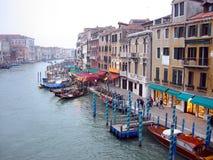 Venedig-Landschaft von der Rialto Brücke Stockbild