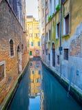Venedig liten kanal Arkivfoton