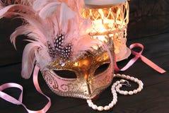 Venedig maskering och ljusstake Arkivbilder