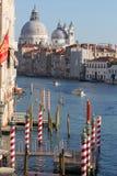 Venedig med fartyg på den storslagna kanalen Royaltyfri Bild