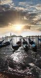 Venedig med gondoler i Italien Arkivbilder