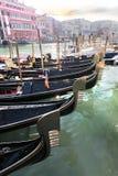 Venedig med gondoler på den storslagna kanalen Royaltyfri Bild