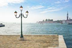 Venedig morgon, pir, lykta, hav Royaltyfri Foto