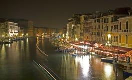 Venedig - nächtlicher Blick von Ponte Rialto Stockbilder
