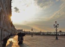 Venedig - när dagen börjar arkivbild