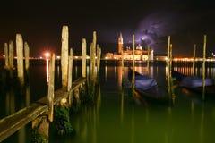 Venedig natt en storm Arkivbild