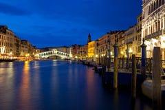 Venedig på natten på den stora kanalen Fotografering för Bildbyråer
