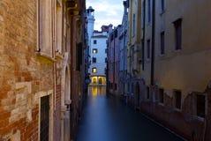 Venedig på nght Arkivfoto