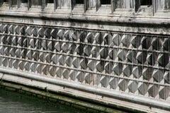 Venedig Palazzo Ducale, detalj av fasaden på vattnet arkivfoto