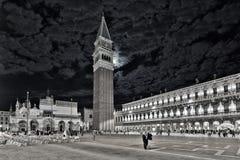 Venedig piazza San Marco på natten Fotografering för Bildbyråer