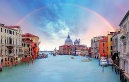 Venedig - regnbåge över Grand Canal arkivbilder