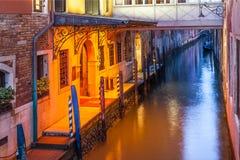 Venedig-Restauranteingang Stockfotos