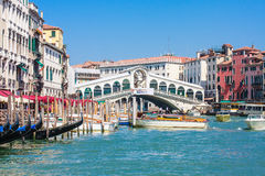 Venedig - Rialto Brücke und Canale groß Lizenzfreie Stockfotografie