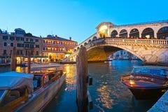 Venedig Rialto bro. fotografering för bildbyråer