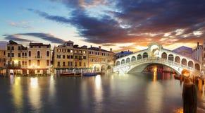 Venedig - Rialto bro och Grand Canal royaltyfria foton