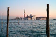 Venedig - romantisk sikt av San Giorgio Maggiore royaltyfria bilder