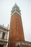 Venedig sätta en klocka på står hög Arkivfoton