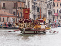 VENEDIG - 4. SEPTEMBER: Parade von historischen Booten hielt September Stockfotografie