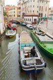 Venedig Set vektorikonen von den leuchtenden Zeilen auf einem schwarzen Hintergrund Stockbilder