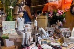 Venedig shoppar fönster - Pinocchio Arkivbild
