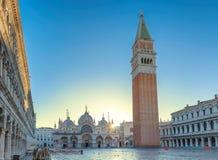 Venedig soluppgång på den San Marco fyrkanten i Venedig, Italien arkivbild