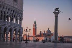 Venedig-Sonnenaufgang Quadrat Sans Marco stockfoto