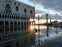 Venedig-Sonnenuntergang über Doge-Palast Stockbild