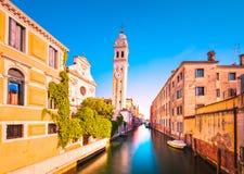 Venedig-Sonnenuntergang dei Sans Giorgio im Greci-Wasserkanal und in der Kirche Ca lizenzfreie stockfotos