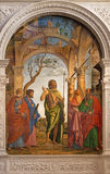 Venedig - St John det baptistiskt och helgonen av Cima da Conegliano (1495) i den kyrkliga Santa Maria dellen Orto Royaltyfri Bild
