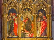 Venedig - St Mark tronen och Stet John, Jerome, Peter och Nicholas i den kyrkliga basilikadiSanta Maria Gloriosa deien Frari Arkivbild