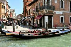 Venedig stad med den gamla byggnader och gondolen, Italien Royaltyfri Bild