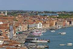 Venedig stads- och vattentransport från St-fläckar kvadrerar i Venedig, Italien hamn arkivfoto