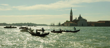Venedig-Stadtbildansicht über Santa Maria della Salute-Basilika mit Stockfoto