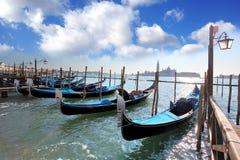 Venedig storslagen kanal med gondoler Royaltyfri Bild