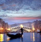 Venedig storslagen kanal med gondoler fotografering för bildbyråer