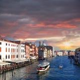 Venedig storslagen kanal med stadsbussen Royaltyfria Bilder
