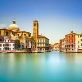 Venedig storslagen kanal, San Geremia kyrkagränsmärke. Italien fotografering för bildbyråer