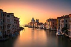 Venedig storslagen kanal, Santa Maria della Salute kyrklig gränsmärke på Arkivfoton