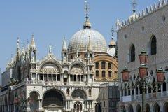 Venedig - Str. markiert Basilika stockbilder