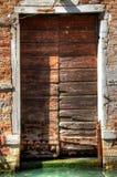 Venedig-Tür mit Kanal Stockbild