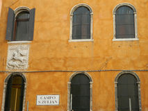 Venedig typisk archtecture Arkivfoton