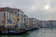 Venedig und Gondeln stockfotografie