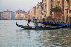 Venedig und Gondeln stockbilder
