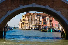 Venedig unter der Brücke stockfoto