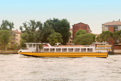 Venedig vattentranspotation Royaltyfri Bild