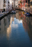 Venedig, venetianischer Markstein, der Wasserspiegel der Kanäle Italien Lizenzfreies Stockfoto
